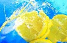 Вода с лимоном - полезные и вредные свойства