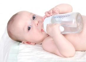 Сколько пить воды новорожденным