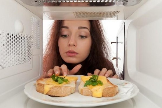 Микроволны изменяют структуру пищи