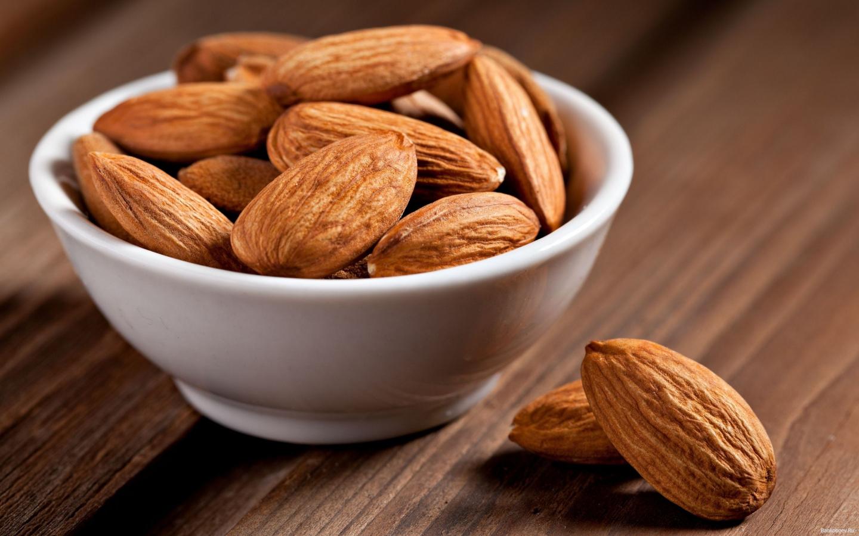 Миндаль - польза и вред, калорийность